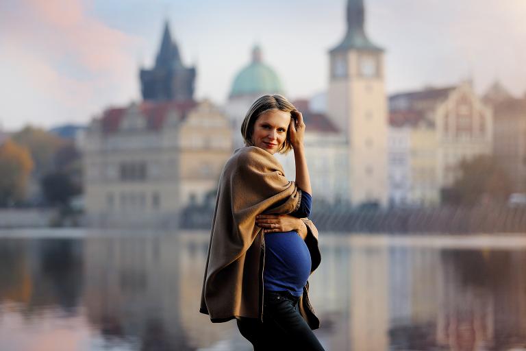Těhulka při focení v centru Prahy